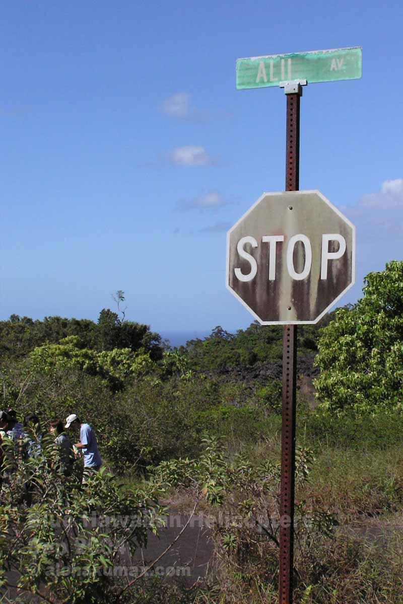 古びた道路標識