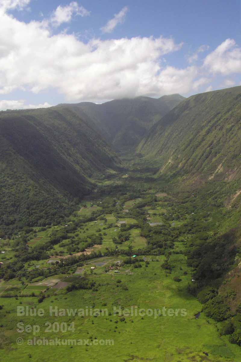 ワイピオ渓谷を正面から望む