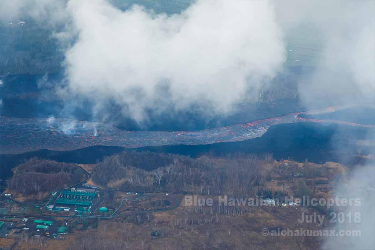 地熱発電所と溶岩の川