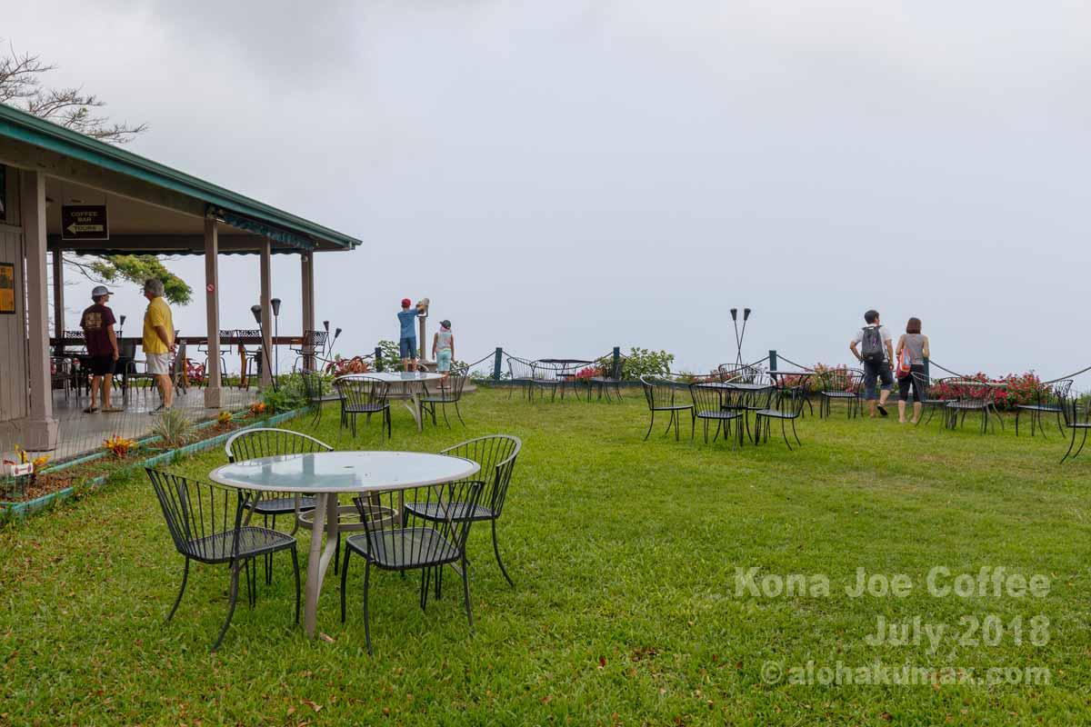解放感のあるカフェスペース