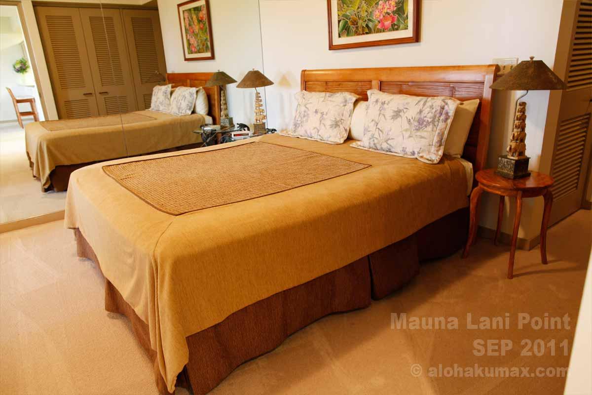 居心地の良いベッドルーム(奥の壁は鏡