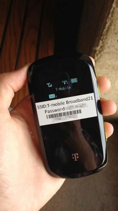モバイル Wi-Fi ルーターの電源をオン