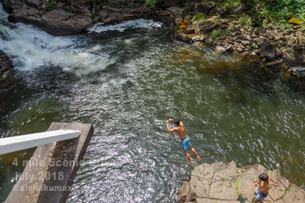 川へジャンプ!