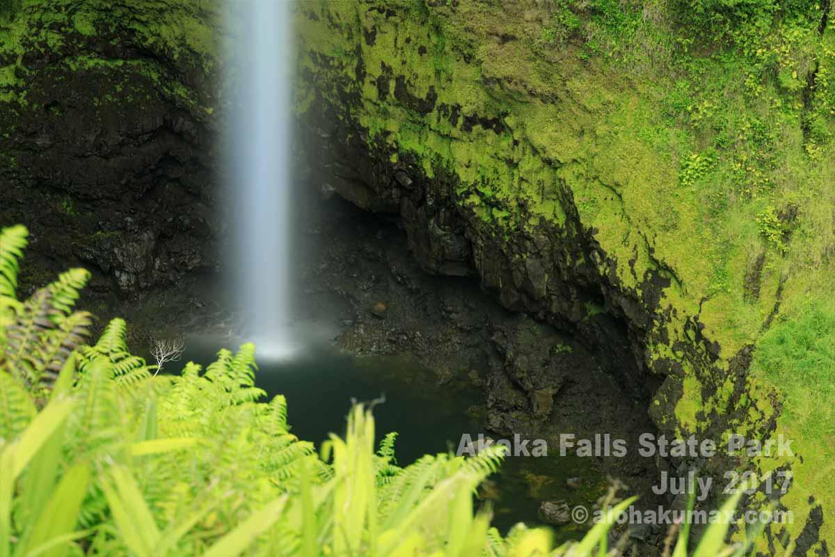 アカカ滝の滝壺