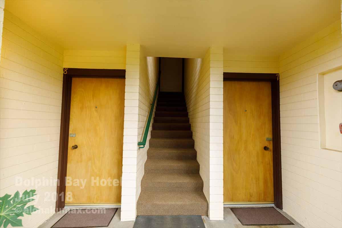 正面側の玄関