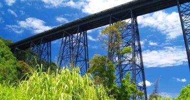 ハカラウ橋 » 黒い巨大な鉄橋の足元がスゴかった / ハワイ島 ハマクア・コースト