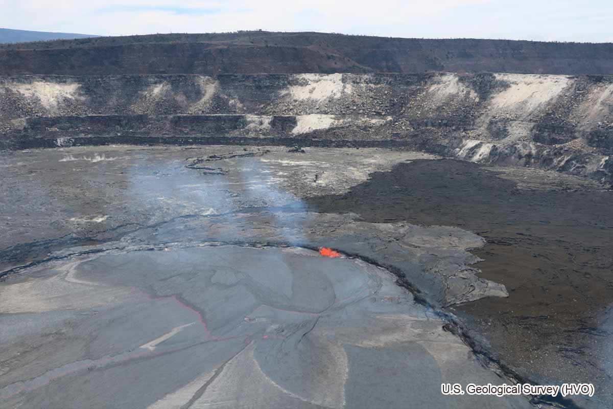 溶岩が溢れている様子(2018年4月22日)