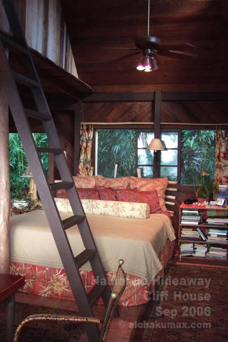 べッドルームとロフトへの階段