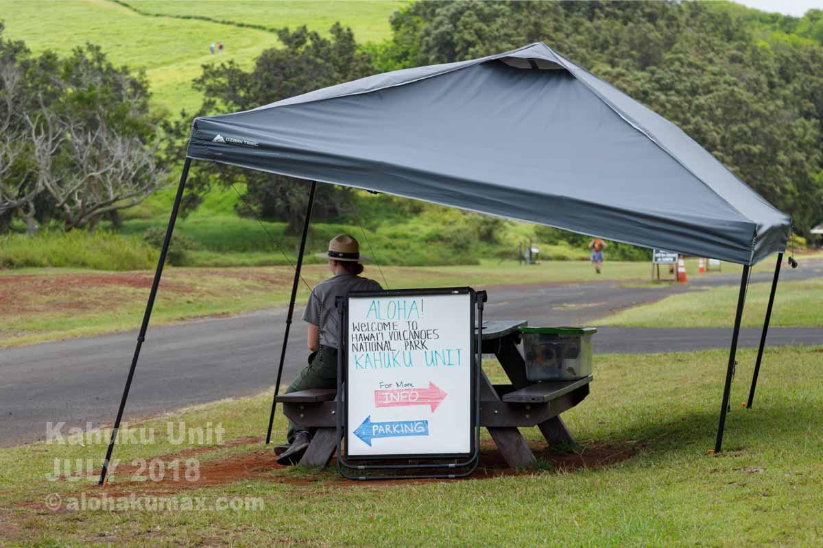 スタッフが待機するテント
