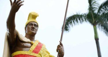 カメハメハ大王像 » カラフルなオリジナル像 / カパアウ ハワイ島