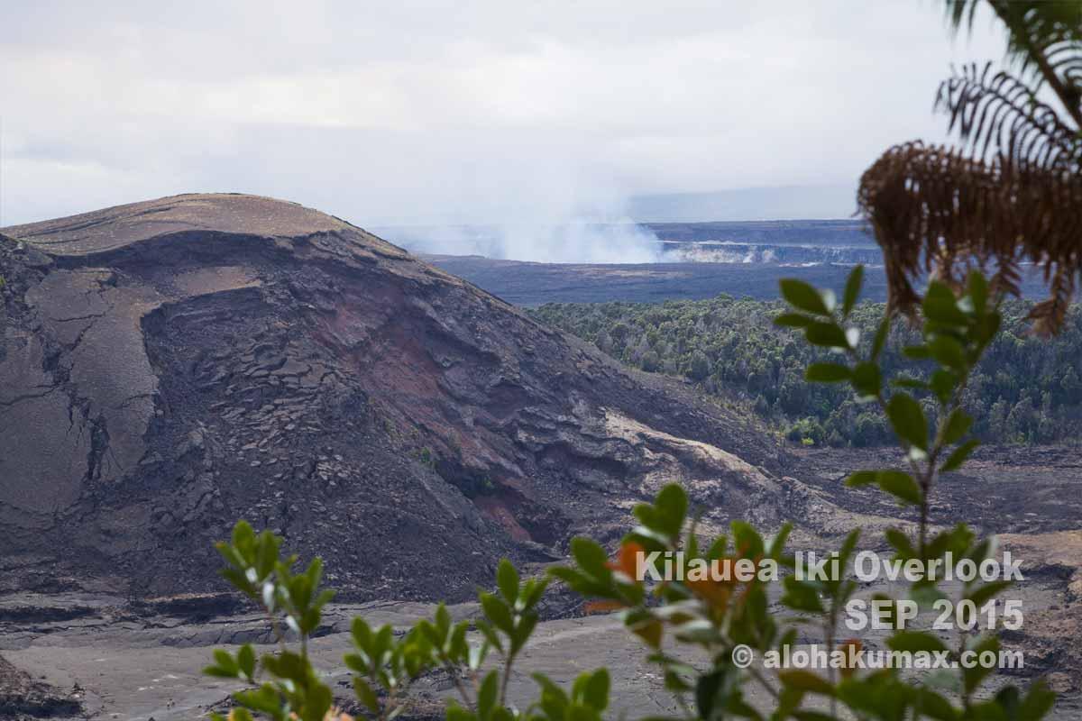 プウプアイ(噴石丘)とハレマウマウの噴煙
