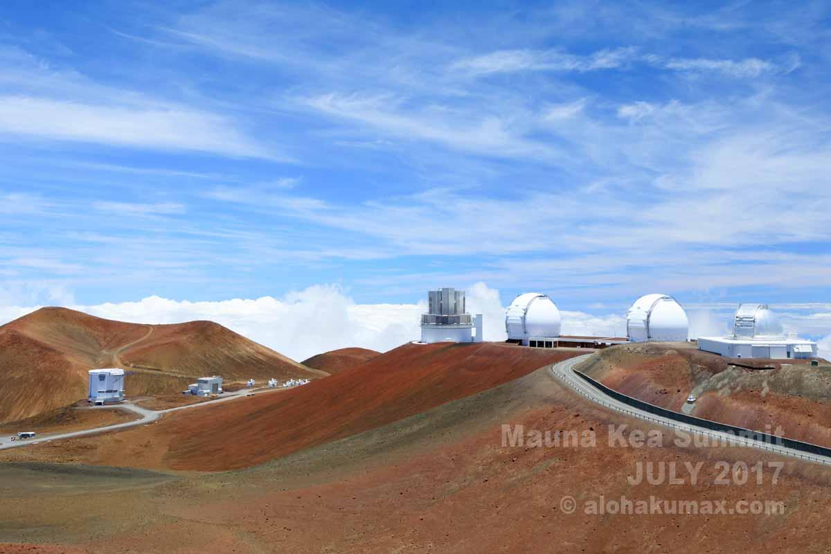 マウナケア山頂の望遠鏡群