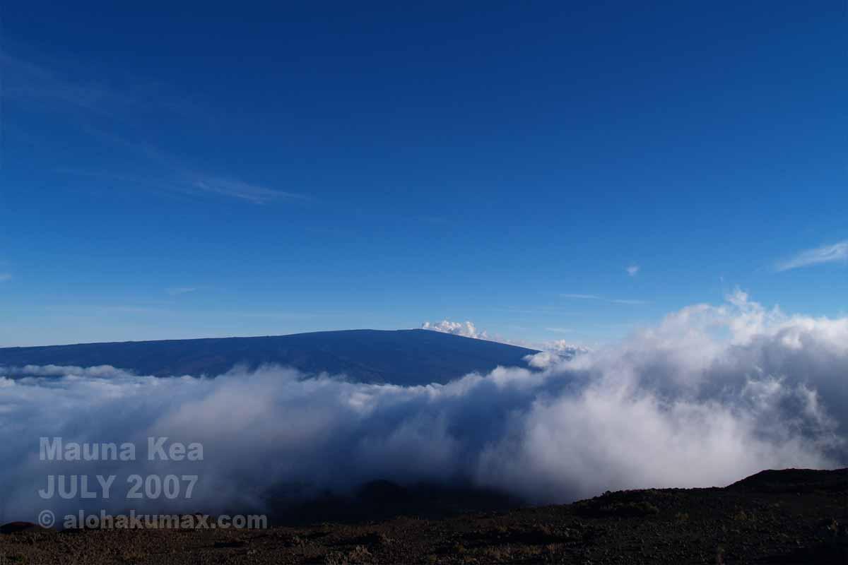 雲海とマウナロア
