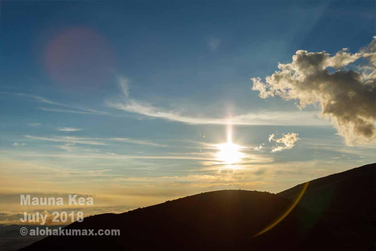 山影に沈む夕陽