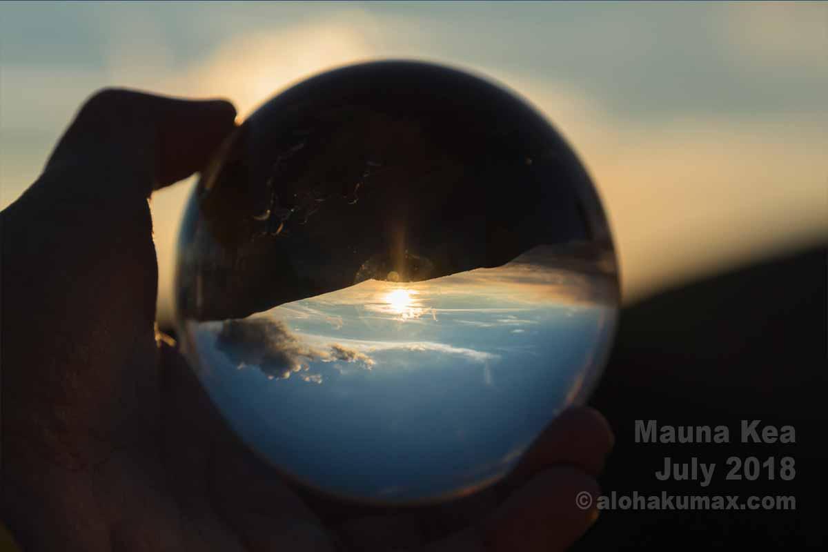 水晶玉に夕陽を映してみた