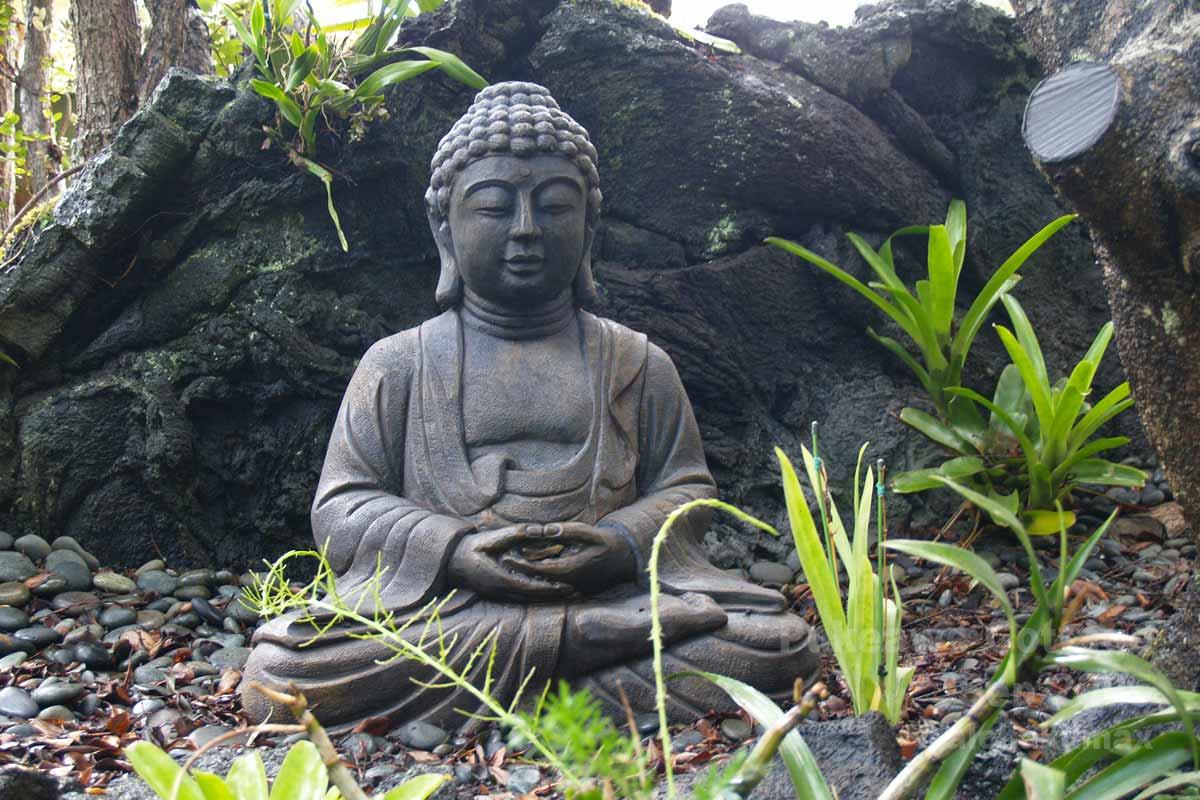 お庭の仏像