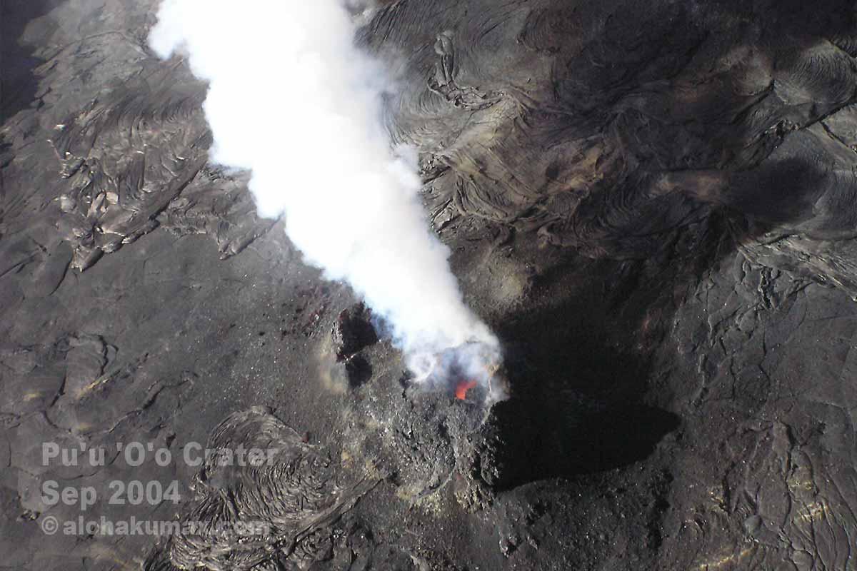 チラリと見える赤い溶岩