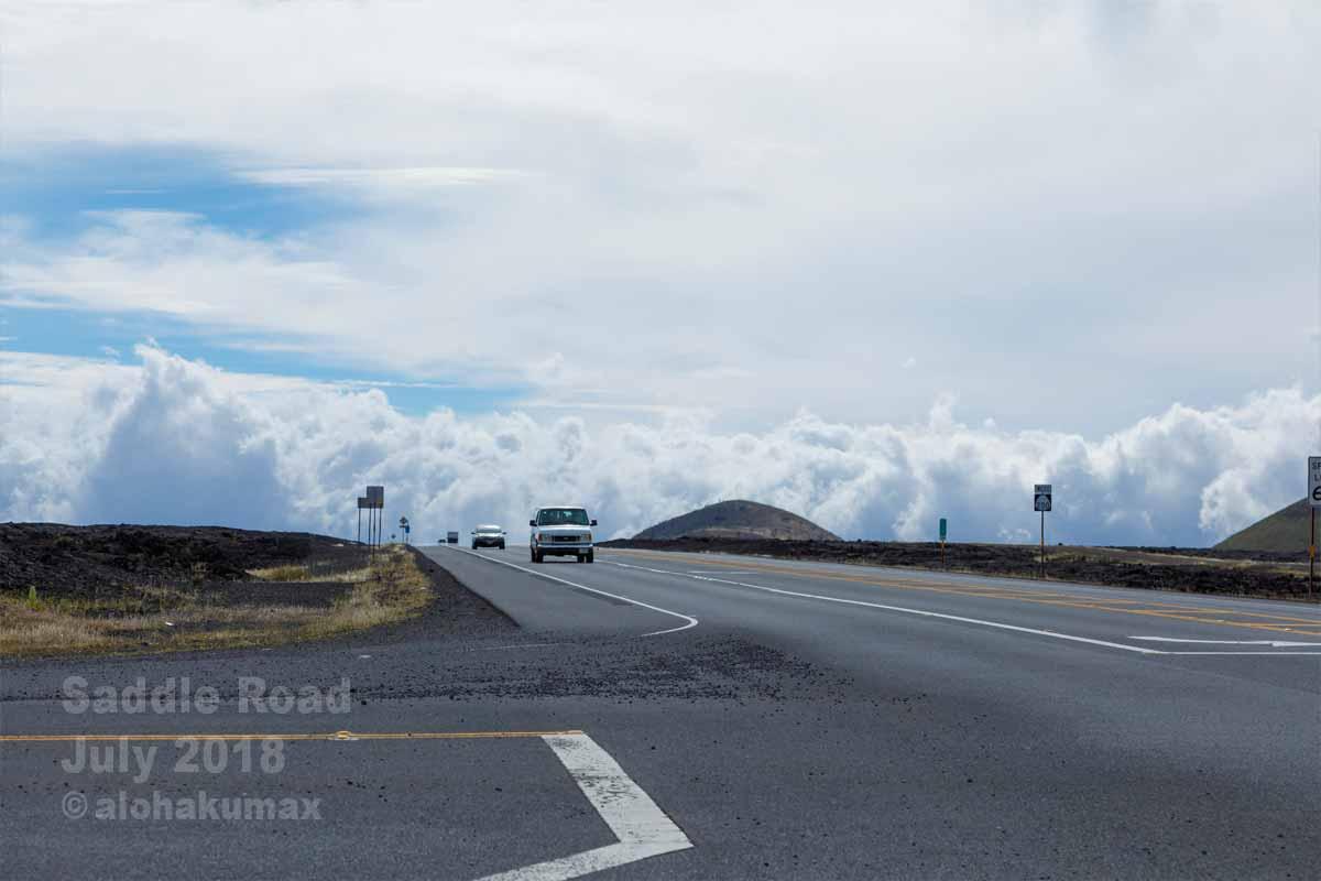 道路の下に見える雲海