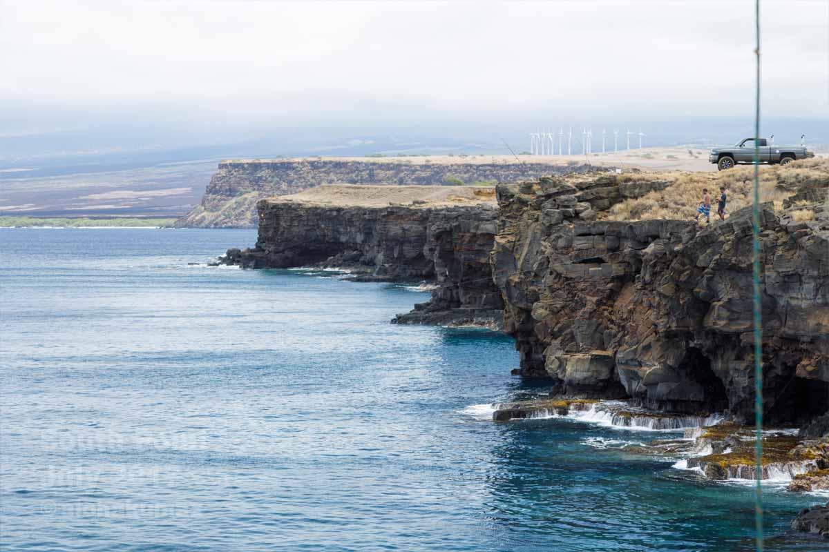 断崖は人気の釣りスポット