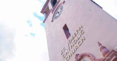 聖ヨセフ教会 » ピンク色が目を惹くダウンタウンの教会 / ヒロ ハワイ島
