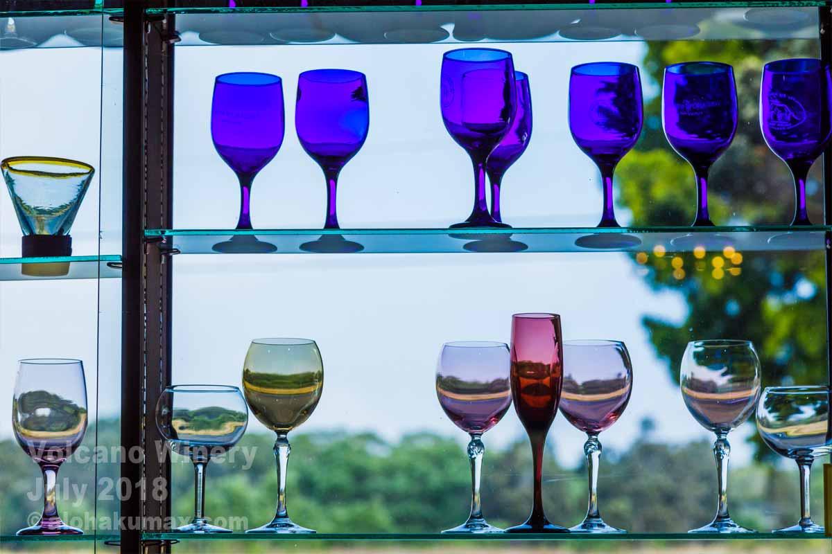 窓際のワイングラス