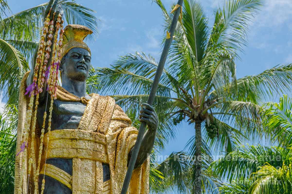 晴れの日の大王像
